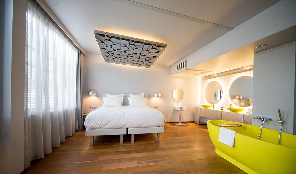l 39 h tel off paris seine dans le journal des entreprises euro modules. Black Bedroom Furniture Sets. Home Design Ideas